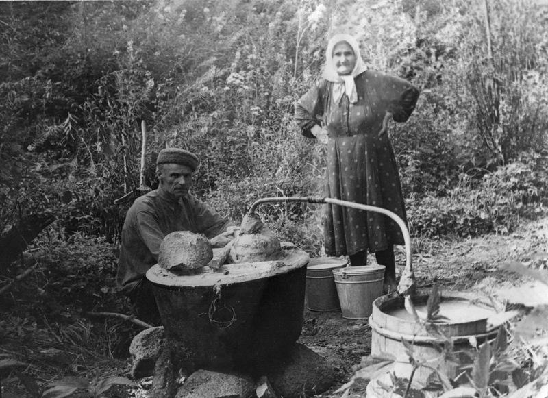 Процес производства самогона в деревенских условиях